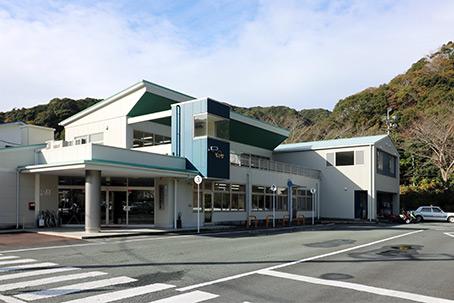 下田自動車学校校舎外観